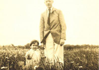 Avec papa Lucien  vers 2 ans